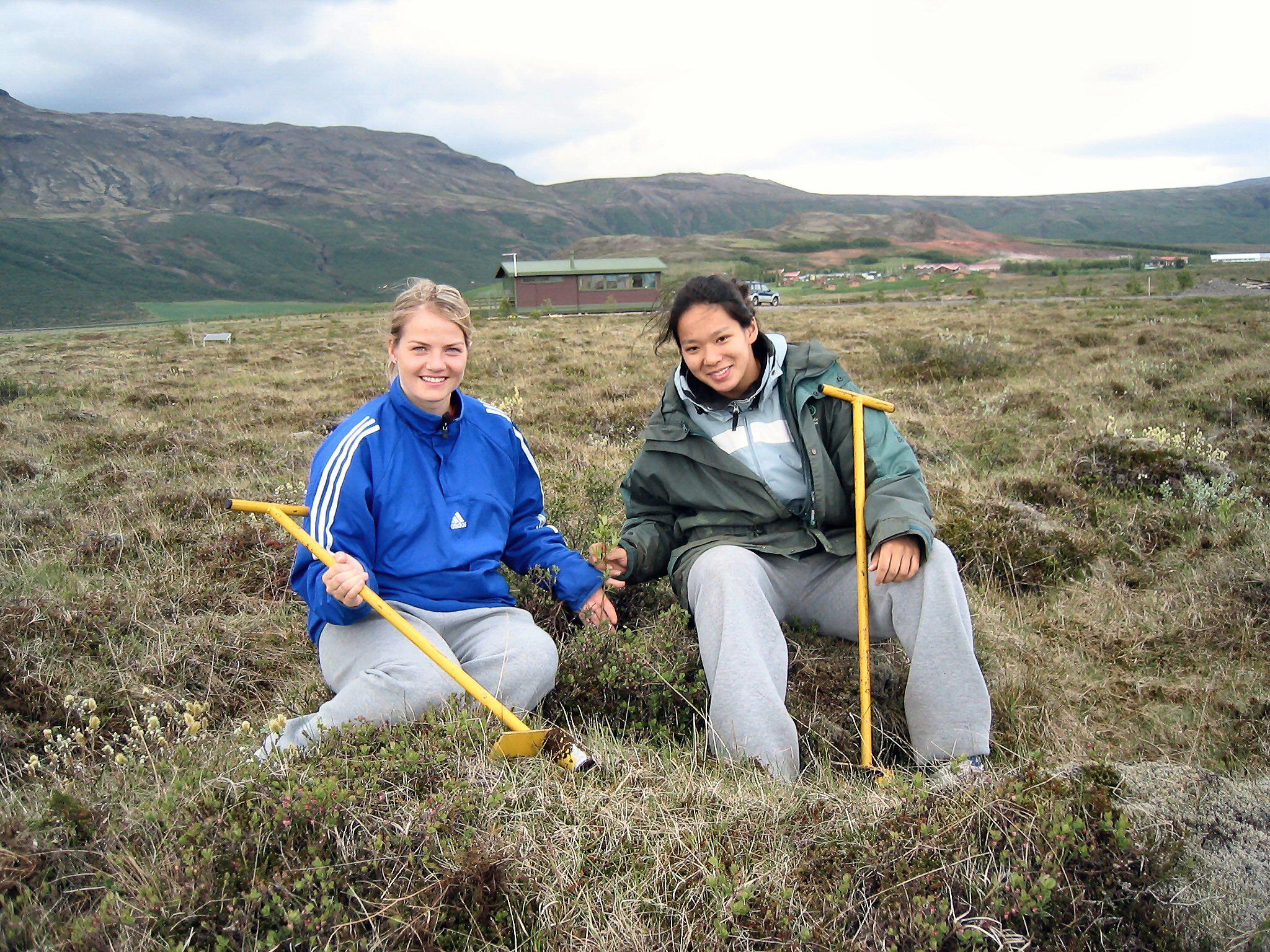 Maja og Julie sumarið 2004